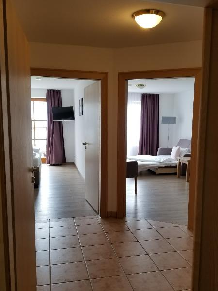 ハートゥングズ ホテル ドルフ(Hartungs Hotel Dorf)。ワンベッドルームの客室。