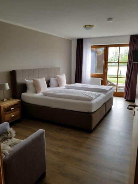ハートゥングズ ホテル ドルフ(Hartungs Hotel Dorf)の寝室。