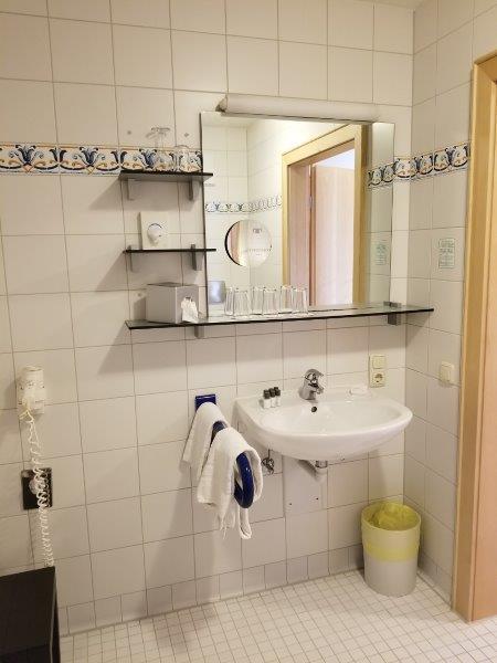 ハートゥングズ ホテル ドルフ(Hartungs Hotel Dorf)のバスルーム。