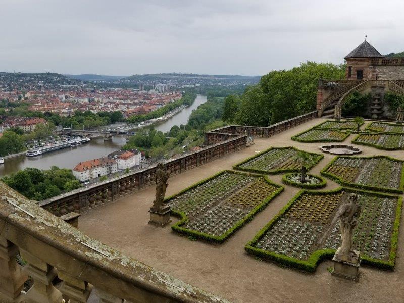 ヴュルツブルクのマリエンベルク要塞。領主の庭園。