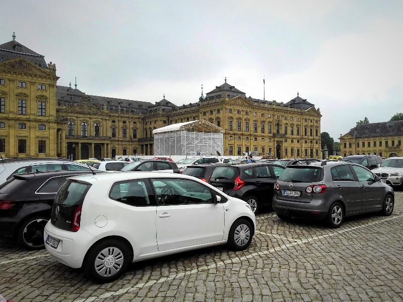 ヴュルツブルクのレジデンツ。駐車場あり。