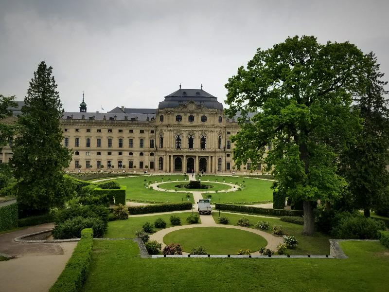世界遺産、ヴュルツブルクのレジデンツ(司教宮殿)。庭園が美しい。