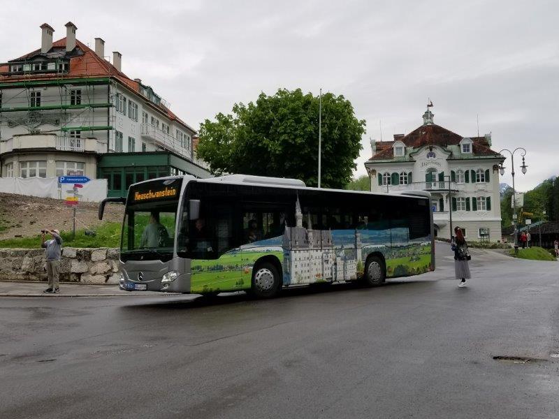 ノイシュバンシュタイン城行きのバス。