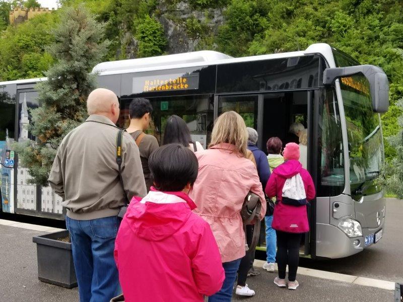 ノイシュバンシュタイン城行きのバス