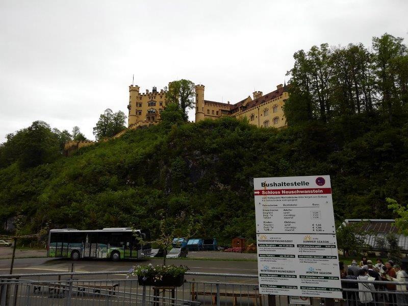 ノイシュバンシュタイン城行きのバス亭