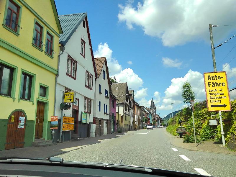 ドイツでレンタカー。ライン川沿いをドライブ。