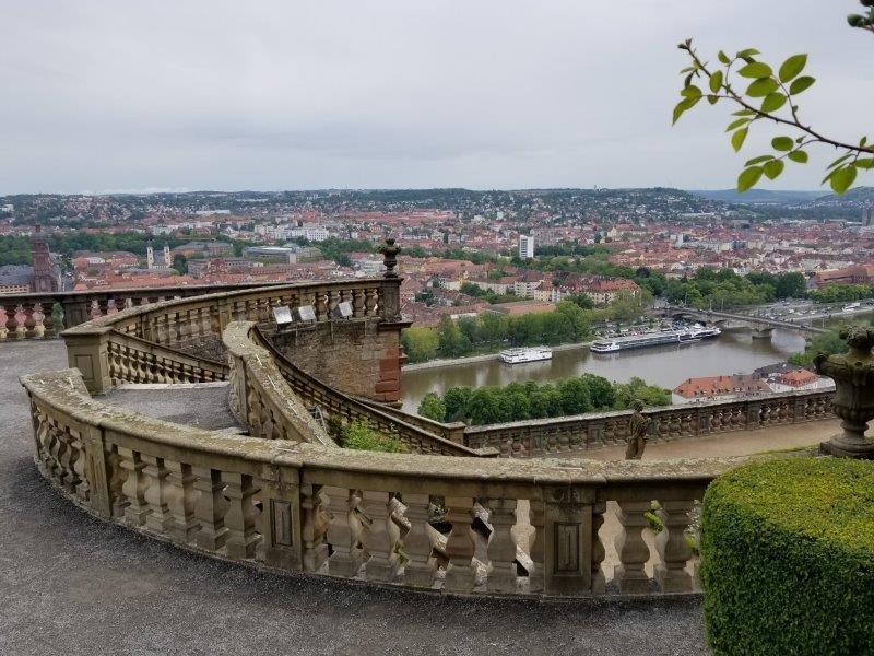 マリエンベルク要塞。領主の庭園からのヴュルツブルクの街の眺め。