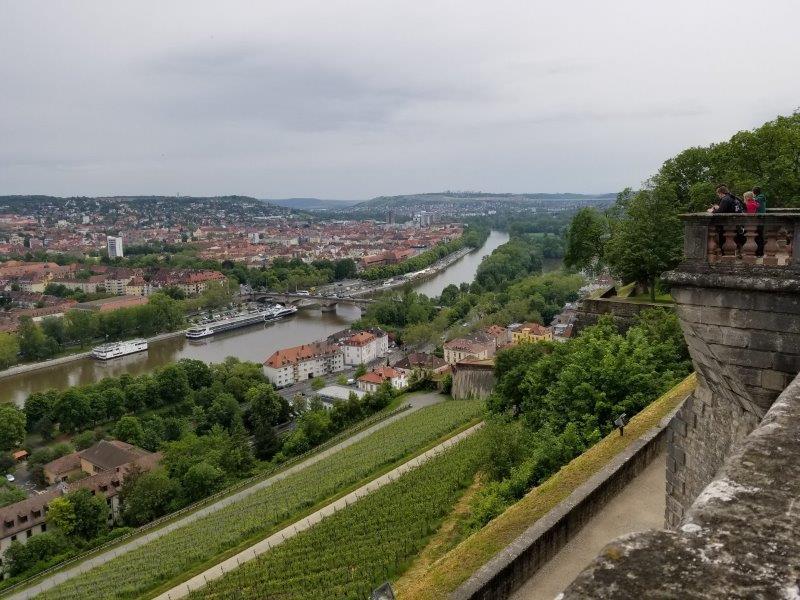 マリエンベルク要塞。領主の庭園の展望台。
