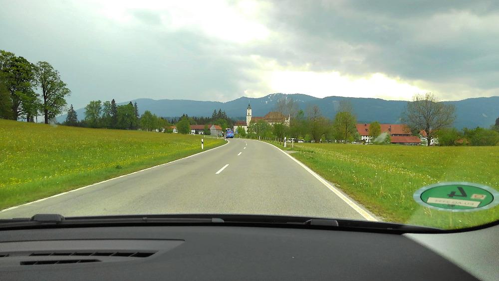 ドイツでレンタカー。ミュンヘンからノイシュバンシュタイン城へ運転中。