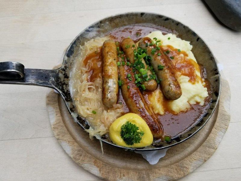 ノイシュバンシュタイン城傍のレストランのドイツ料理