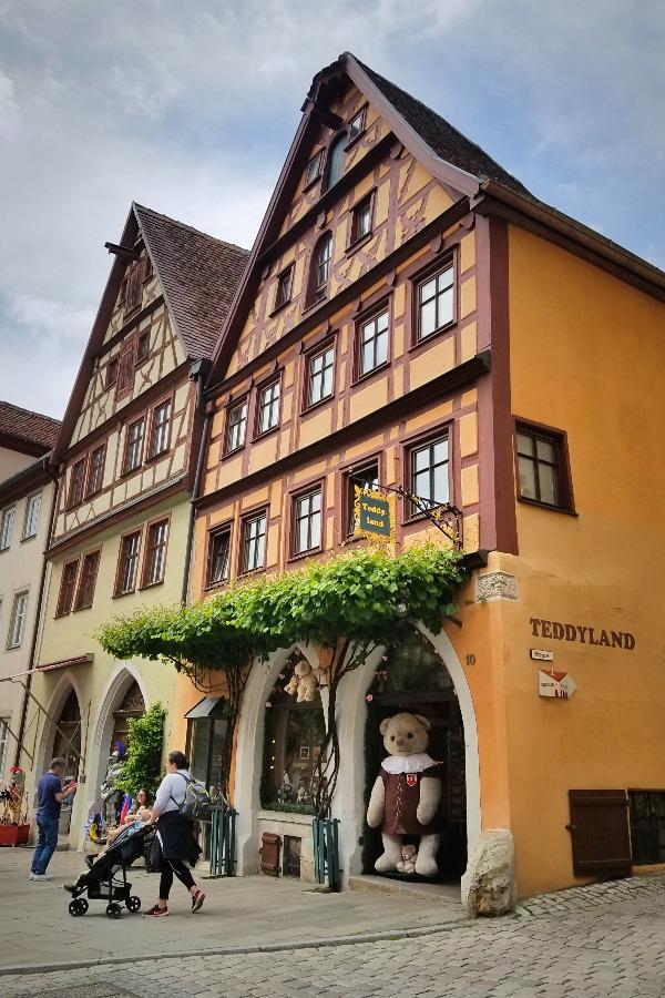 ドイツでドライブ。ロマンティック街道のローテンブルク。テディーベアショップ。