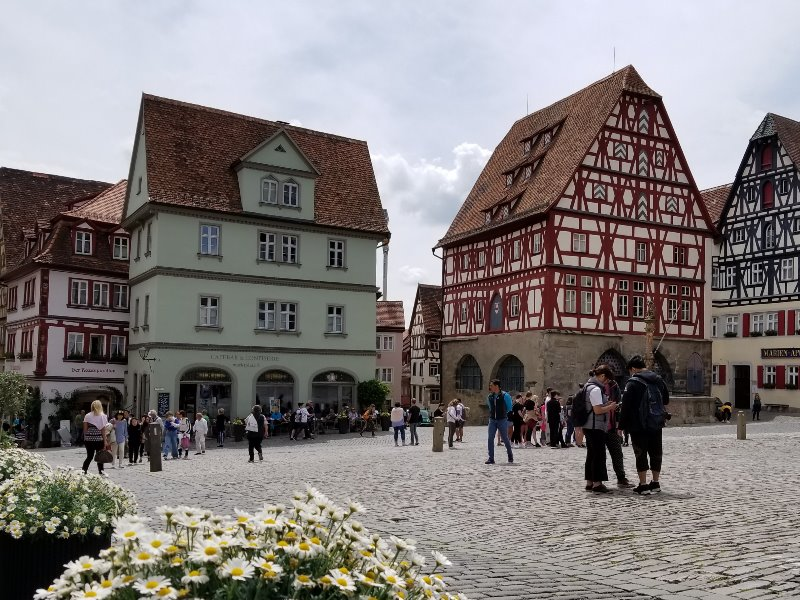 ドイツでドライブ。ロマンティック街道のローテンブルク。マルクト広場。