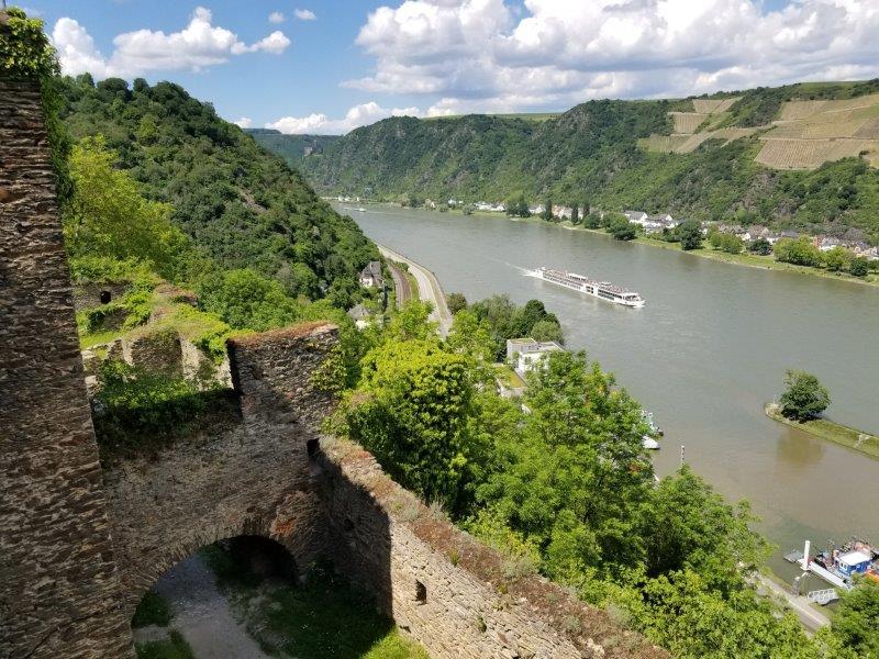 レンタカーで古城めぐり。古城からのライン渓谷の眺め。