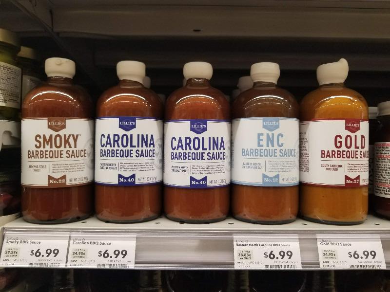 アメリカのスーパーマーケットのバーベキューソース売り場。カロライナスタイル。