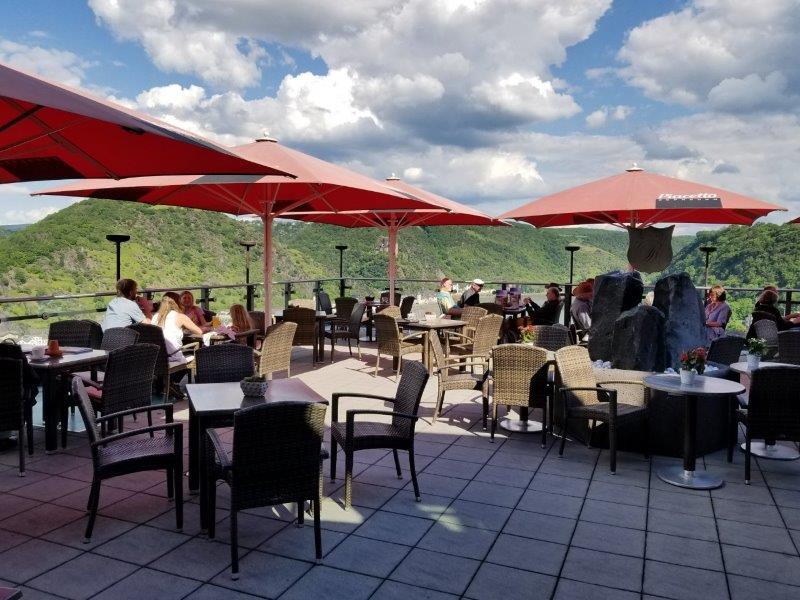 ドイツの古城ホテル、ロマンティック・ホテル・シュロス・ラインフェルス( Romantik Hotel Schloss Rheinfels)のレストラン。