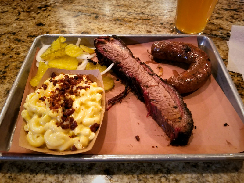 テキサス州・ダラスのバーベキューレストラン「Pecan Lodge」。