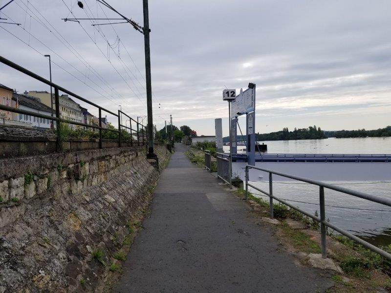 リューデスハイムのライン川クルーズ船着き場