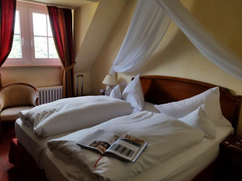 ロマンティック・ホテル・シュロス・ラインフェルス( Romantik Hotel Schloss Rheinfels)の寝室。2人部屋。
