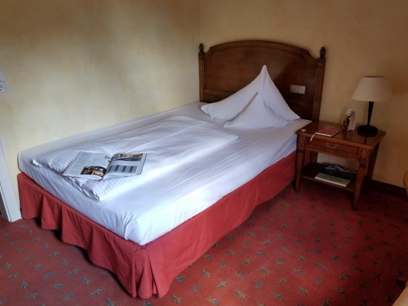 ロマンティック・ホテル・シュロス・ラインフェルス( Romantik Hotel Schloss Rheinfels)の寝室。一人部屋。
