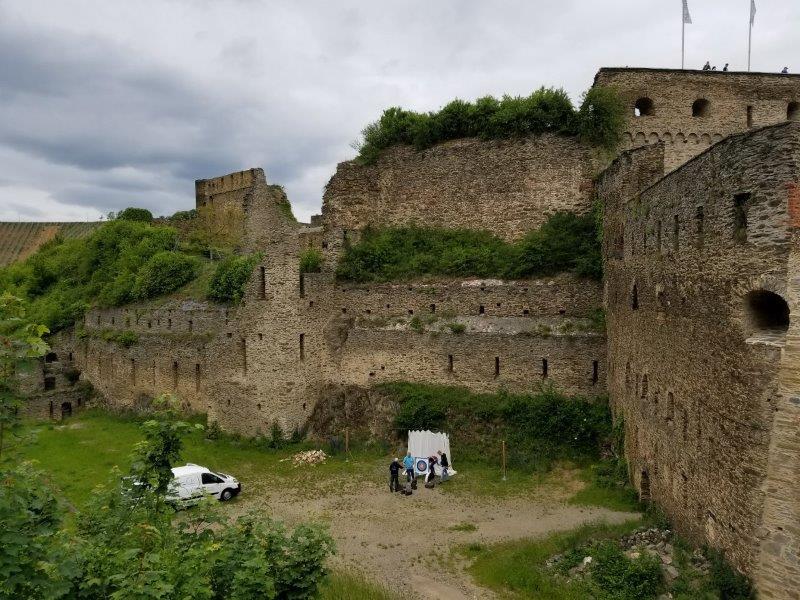 ドイツ・ライン渓谷の古城ホテル、ロマンティック・ホテル・シュロス・ラインフェルス( Romantik Hotel Schloss Rheinfels)の城壁