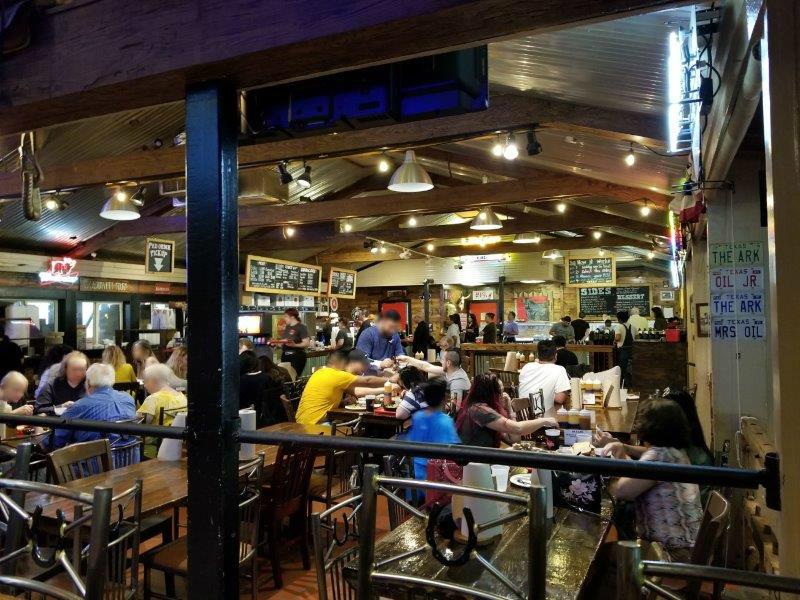 テキサス州のバーベキューレストラン「Terry Black's Barbecue」。