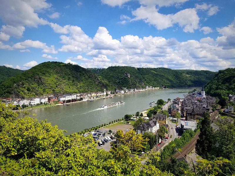 ドイツのライン渓谷。古城ホテルから撮影。