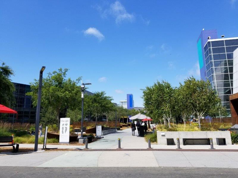 グーグル本社のメインキャンパス、グーグルプレックス(Googleplex)。