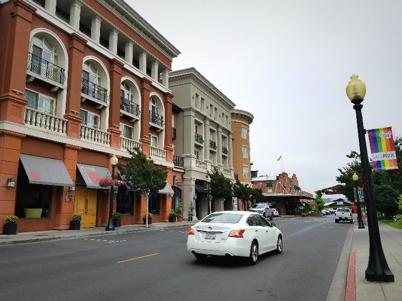 カリフォルニア州・ナパのダウンタウン。メインストリート。