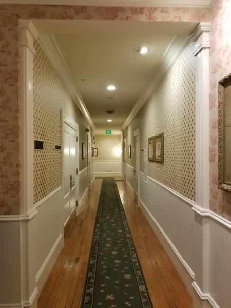 ナパ・ダウンタウンのホテル、ナパ・リバー・イン(Napa River Inn)。客室。