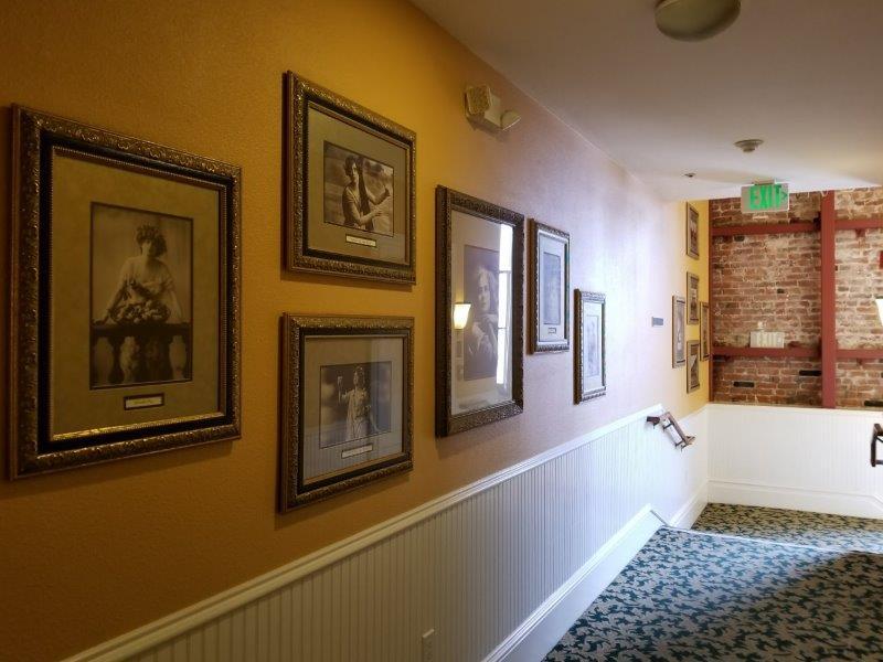 ナパ・ダウンタウンのホテル、ナパ・リバー・イン(Napa River Inn)。ホテルの歴史コーナー。