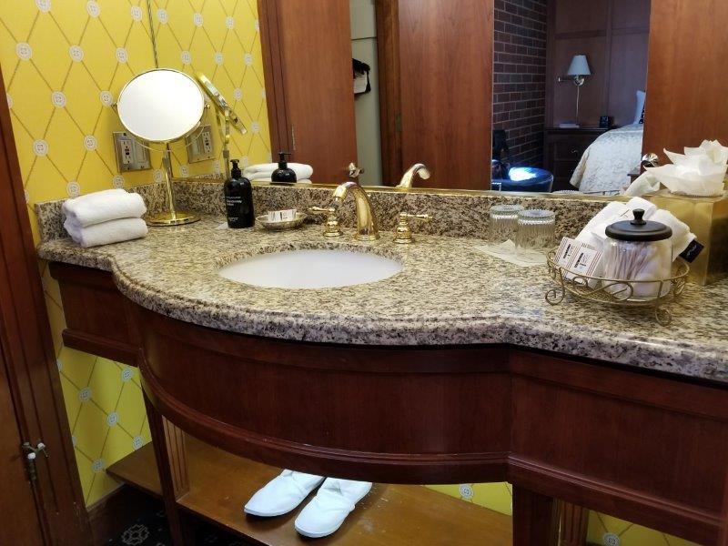 ナパダウンタウンのホテル、ナパ・リバー・イン(Napa River Inn)。バスルーム