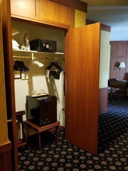 ナパダウンタウンのホテル、ナパ・リバー・イン(Napa River Inn)。客室。