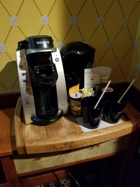 ナパダウンタウンのホテル、ナパ・リバー・イン(Napa River Inn)。コーヒーメーカー。