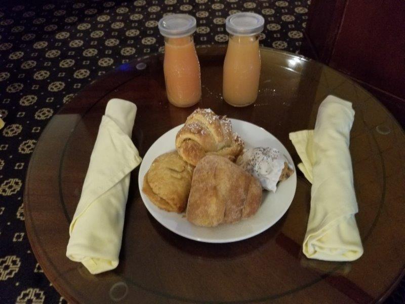 ナパダウンタウンのホテル、ナパ・リバー・イン(Napa River Inn)。朝食。