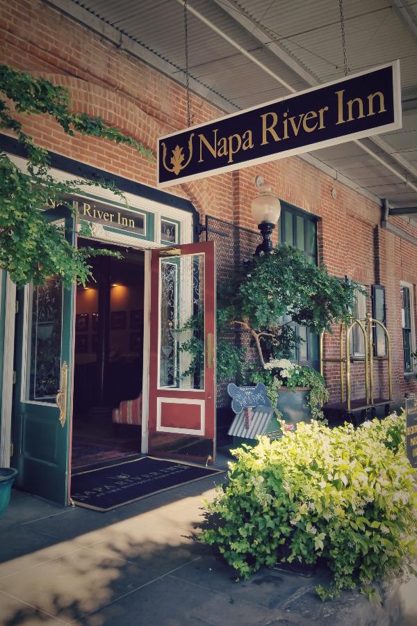 ナパのレトロなホテル、ナパ・リバー・イン(Napa River Inn)