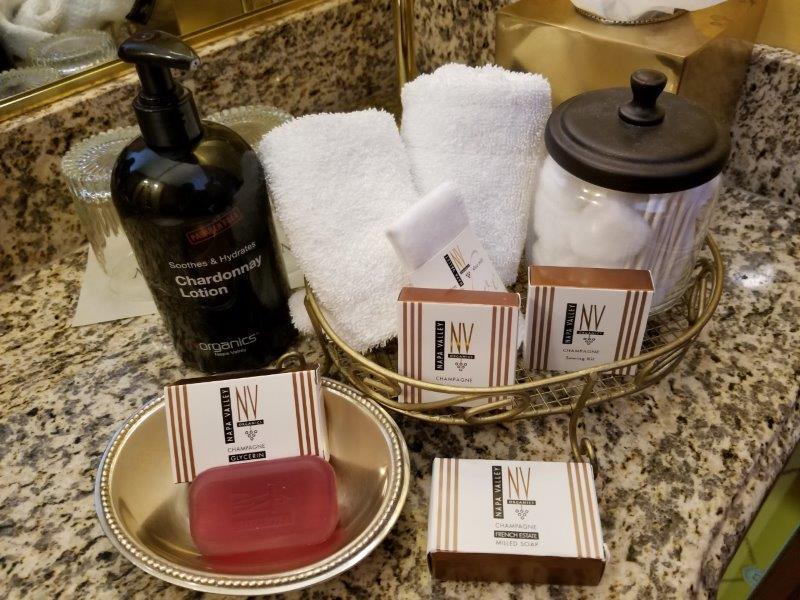 ナパダウンタウンのホテル、ナパ・リバー・イン(Napa River Inn)。洗面用具。
