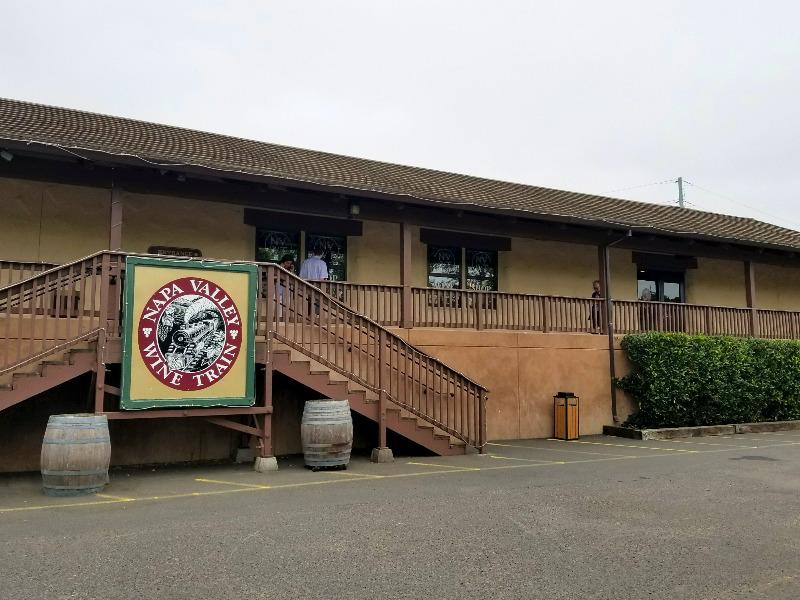 カリフォルニア州・ナパのワイン列車の駅。(ナパバレー・ワイン・トレイン)