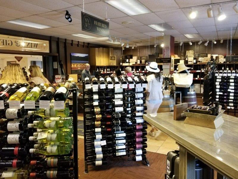 カリフォルニア州・ナパのワイン列車の駅。(ナパバレー・ワイン・トレイン)ワインショップ。