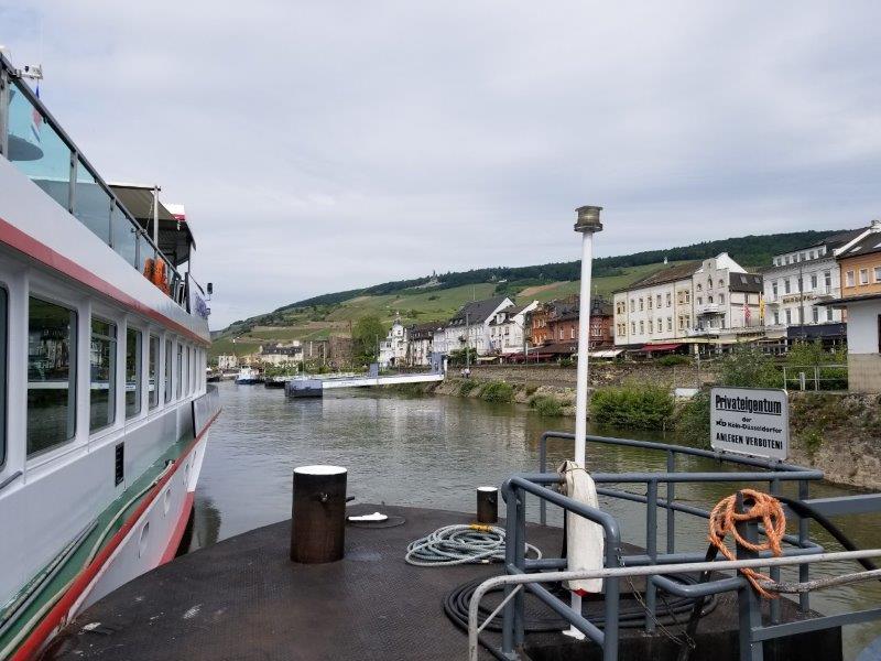 ドイツのライン川クルーズ。リューデスハイムを出航。