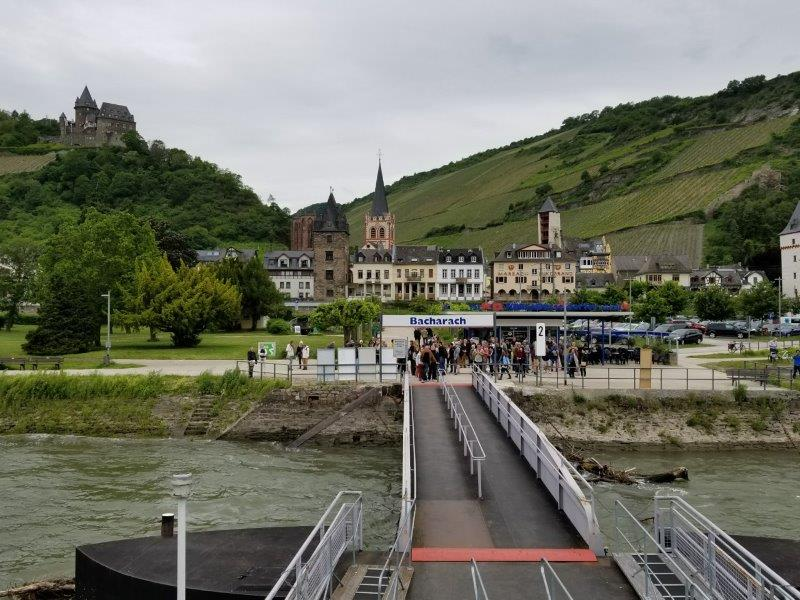 ドイツ・ライン川クルーズ。バッハラッハの船着き場の桟橋。。