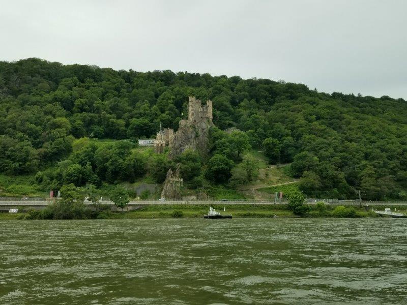 ドイツ、ライン川クルーズの古城