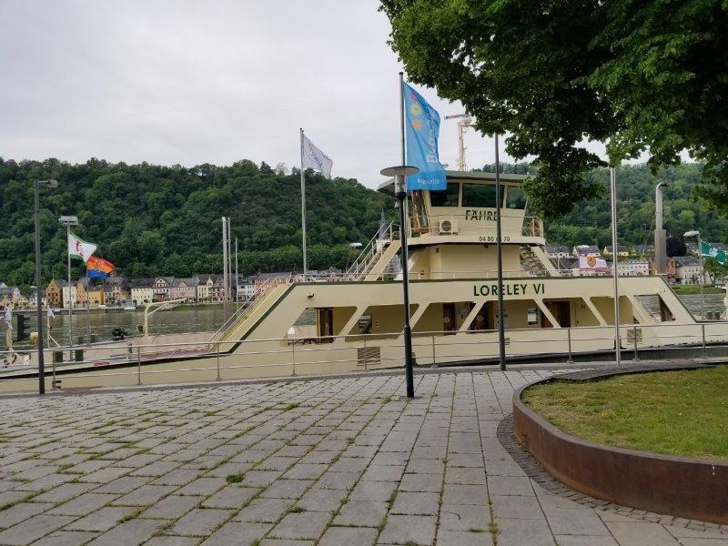 ライン川のフェリーサービス。ザンクトゴアールとザンクトゴアールスハウゼンを結ぶ。