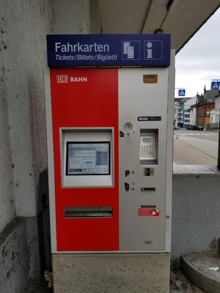 ザンクトゴアールスハウゼン駅。チケットの自動販売機。