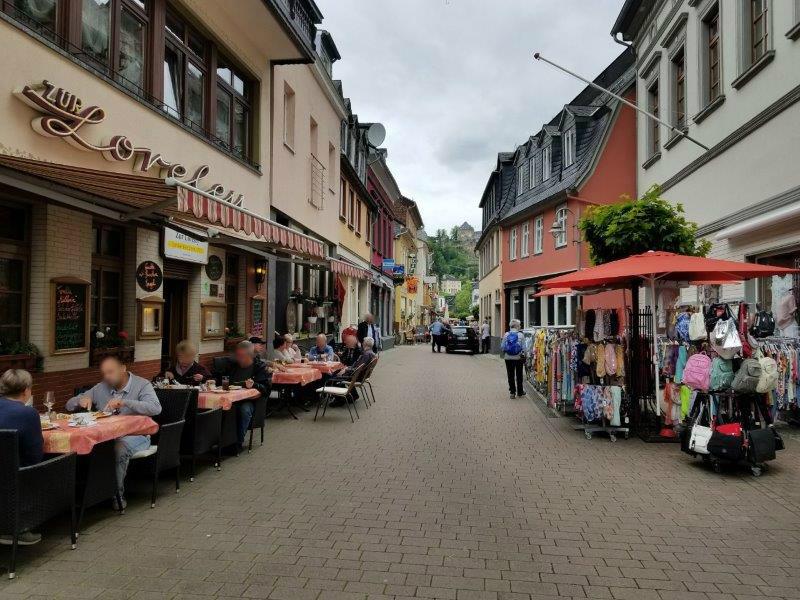 ドイツ・ザンクトゴアールの街。カフェやレストラン、お土産屋さんが並ぶ。