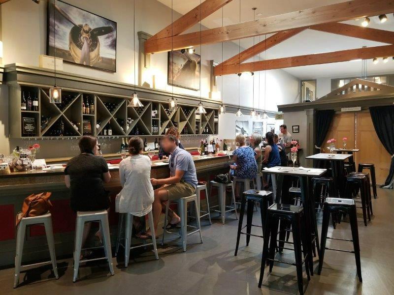 ソノマ・ヒールスバーグのワインテイスティングルーム。(the flightdeck lounge)