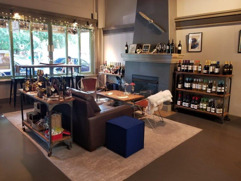ソノマ・ヒールスバーグのワインテイスティングルーム。(the flightdeck lounge in Healdsburg)