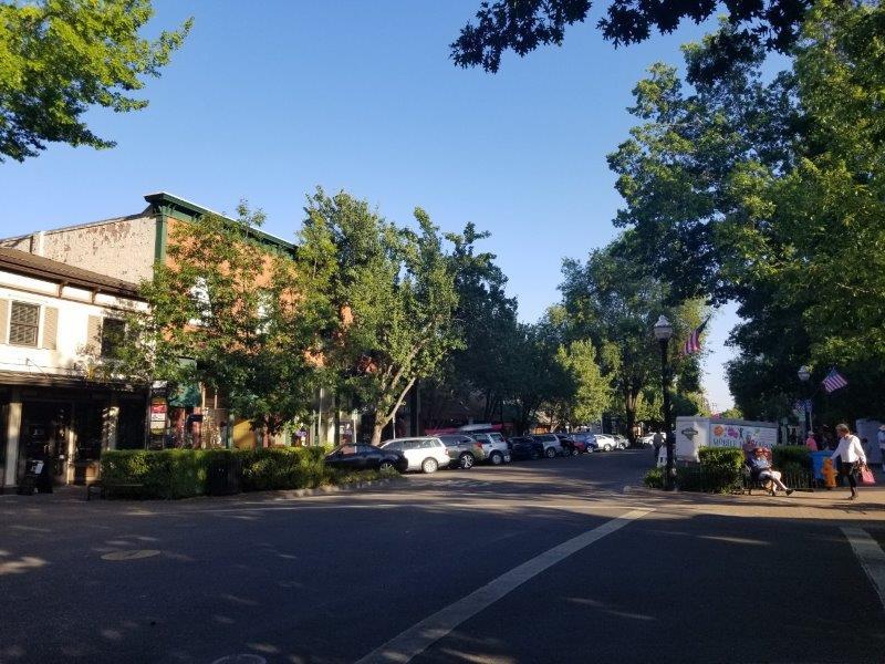 カリフォルニア・ソノマにある、ヒールスバーグの街(healdsburg)。