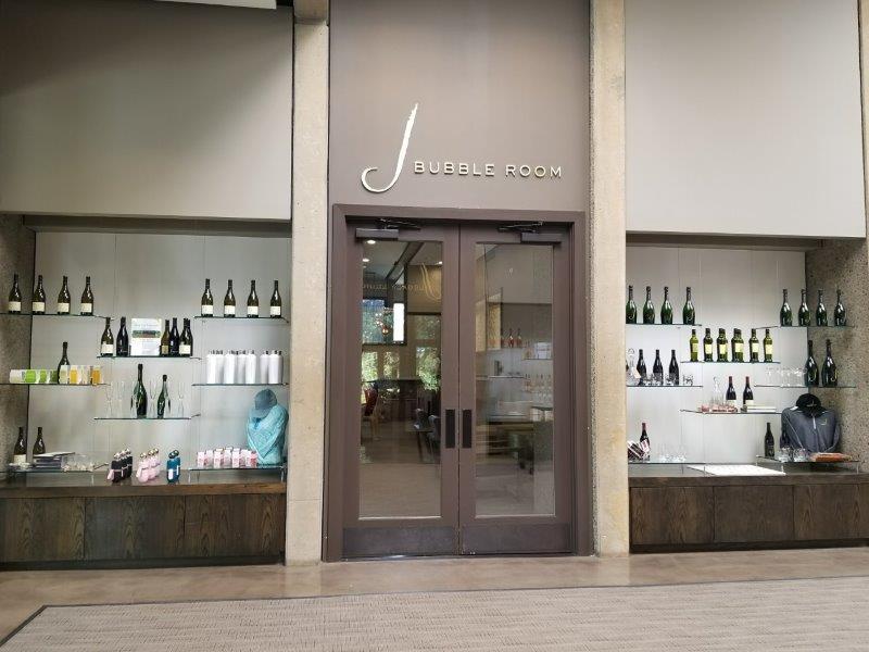 カリフォルニア・ソノマにあるワインテースティングルーム、ジェイ・ヴィンヤーズ。(j vineyards)