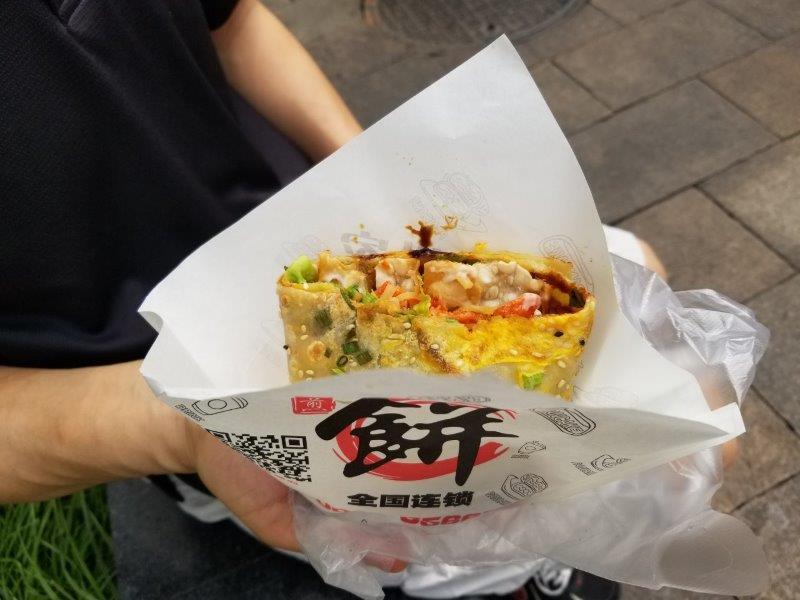 上海観光・七宝老街のストリートフード、「Jianbing(煎饼果子)」