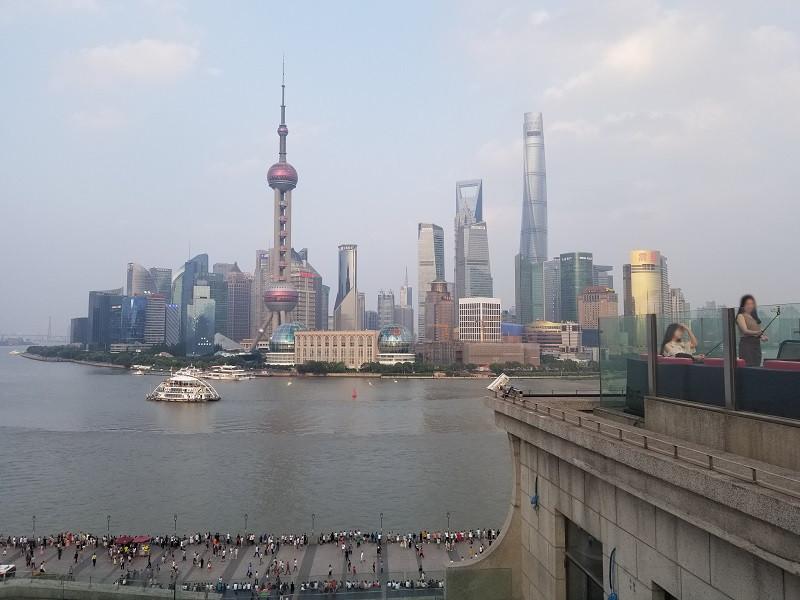 上海・外灘観光。ルーフトップのバー。